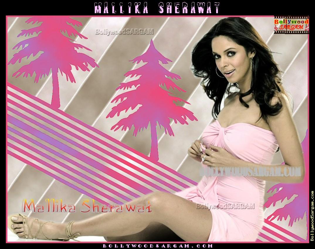 mallika_sherawat_bollywoodsargam_smiling_349224.jpg