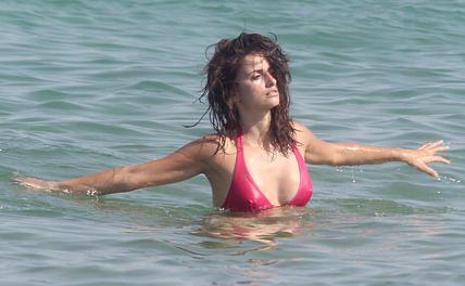 penelope-cruz-bikini-1.jpg