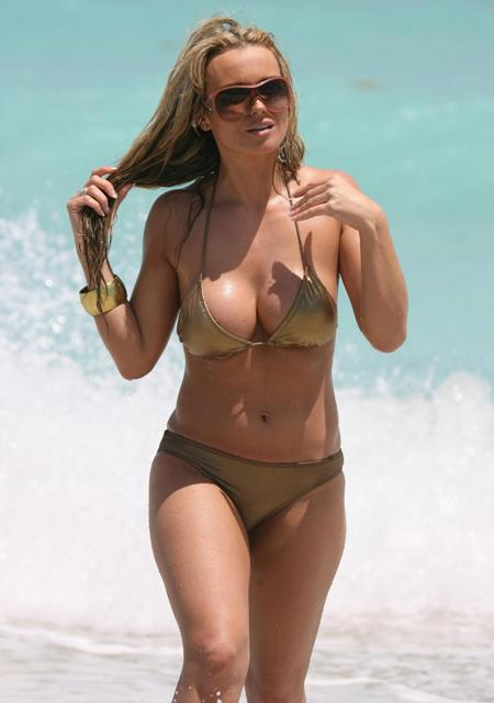 9403312_amanda_harrington_-_bikini_candids__12_.jpg