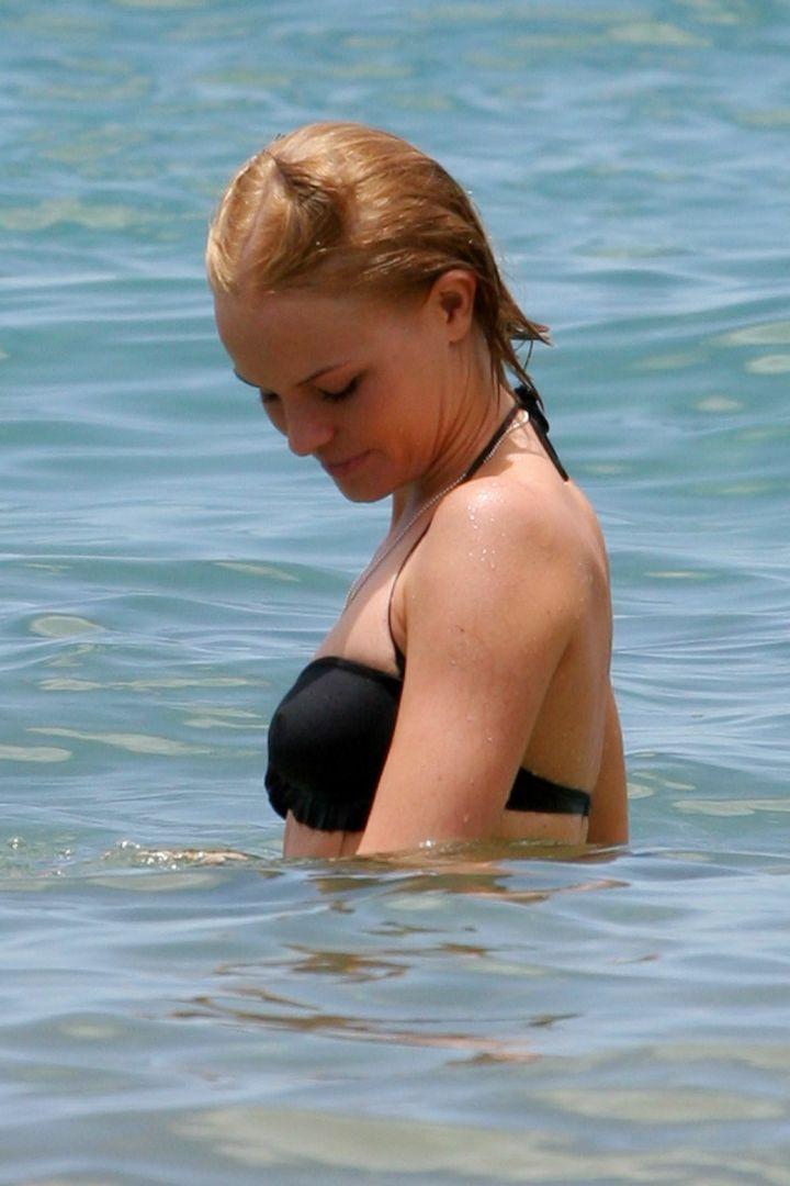 kate-bosworth-bikini-black-01.jpg