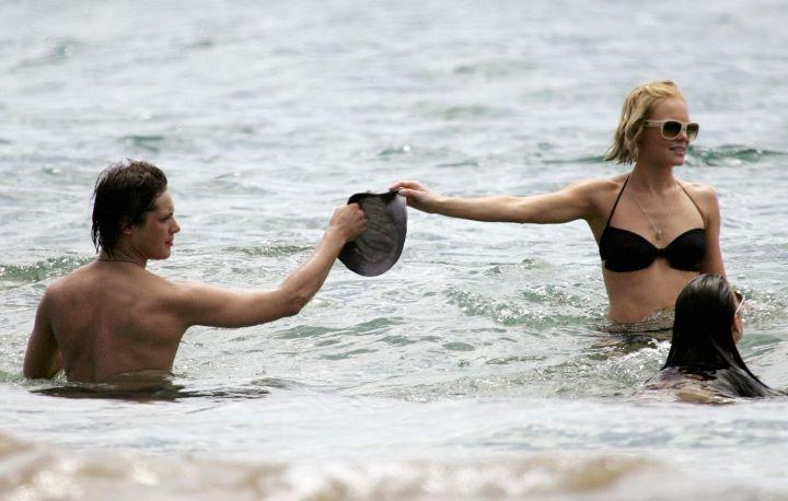 kate-bosworth-bikini-black-18.jpg