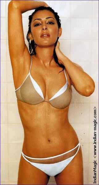 laila_rouass_in_bikini_2.jpg