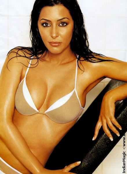 laila_rouass_in_bikini_7.jpg